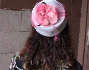 Vintage 1950's Hat // 50s 60s White Woven Pillbox Hat with Pink Rose and Netting // Blushing Beauty
