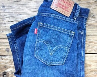 Vintage Dark Blue Levis 514 / Blue Jeans / Slim Fit / Straight Fit / 90s Jeans / 90s Denim / Mens Jeans / Womens jeans