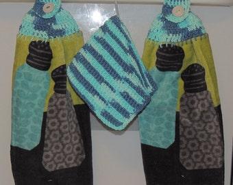 Blue, Green, Black Salt and Pepper Hanging Vintage Kitchen Fingertip Towel SET w/ cotton crocheted washcloth vintage button closure vintage