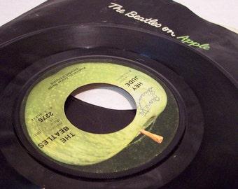 Lot of 2 Beatles LPs  vintage Apple records rock and roll fab 4 john lennon paul mcartney
