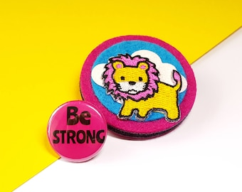 Felt Brooch - Be Strong Lion Brooch - Novelty Brooch featuring a Lion Motif and Be Strong Button Badge