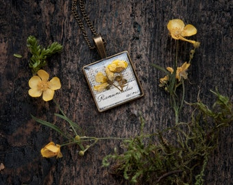 Real pressed flowers pendant - botanical handmade resin jewelry - rustic theme wedding idea