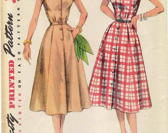1950s Shirtwaist Dress Pattern SImplicity 4260. Simple to Make, Pockets, Kimono Sleeves, Shawl Collar or Shaped. Size 18 Bust 36 inches