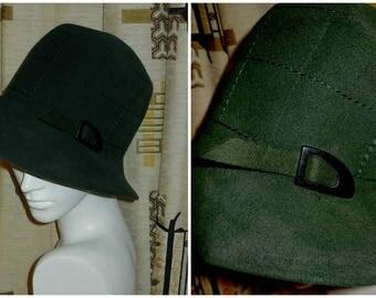 Vintage 1930s Bucket Hat Hunter Green Felt Cloche Hat Flapper Hat Buckle Detail Germany 21.5 in.