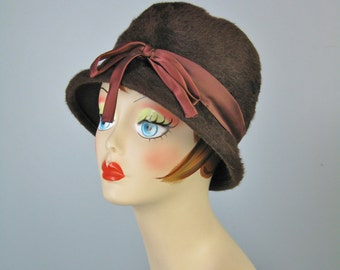 Brown Cloche / Vtg 60s / Warm Fur Brown Cloche with satin ribbons