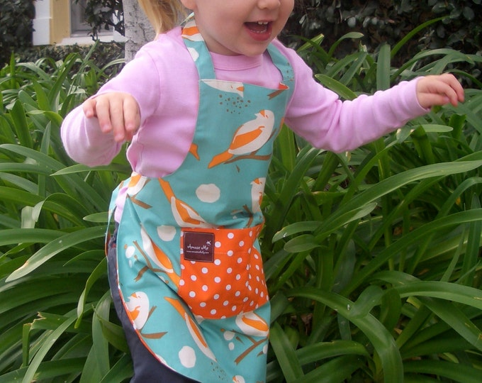 Apron with Pocket, Blue Bird Spring Fabric, Organic Cotton Reversible, flattering fit, CHILD size. Spring Fashion, Photo Prop