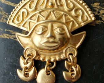 Peruvian Sun God Pin Brooch Gold Cast Metal Vintage from the 70s Tourist Item Estate Jewelry Aztec Revival