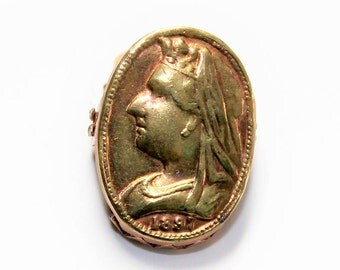 Tiny Antique Victorian 1897 Diamond Jubilee Gold Coloured Lapel Clip (1897)