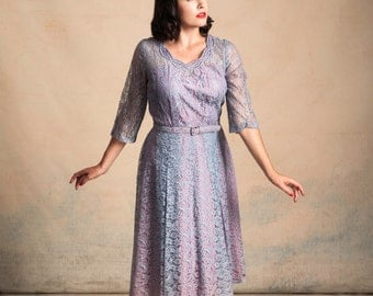 Vintage 1950s blue and lavender lace dress / neckline detailing / pleated skirt / matching belt / pinup / size L