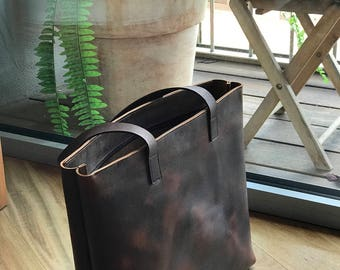 """Large Dark Brown Leather tote bag with Zipper. """"Cabas Illa Roja"""". Premium sturdy distressed leather.  Handmade"""