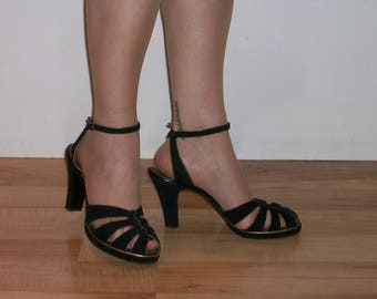 Superb 1940s black platforms w/gold piping, peep toes ankle straps US 9 / UK 7 exquisite shoes