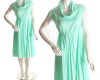1970s Pleated Swing Mint Seafoam Green Tie Back Sleeveless Dress by Montgomery Ward M-L
