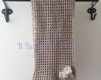 Perforated warm cotton scarf in filet crochet with little flowers (article 101)