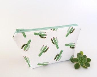 Cactus makeup bag, Cactus pouch, White zipper pouch, Cute makeup bag, Cactus zipper pouch, Makeup case, Make up zipper bag, Bridesmaid gift