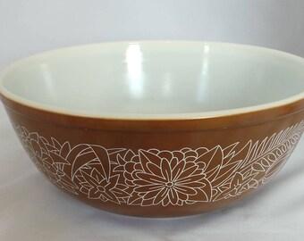 Vintage Pyrex - Woodland 404 mixing bowl in chocolate brown . Corning