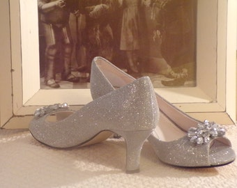 Elegant Peep-Toe Shoes - Silver Glitter