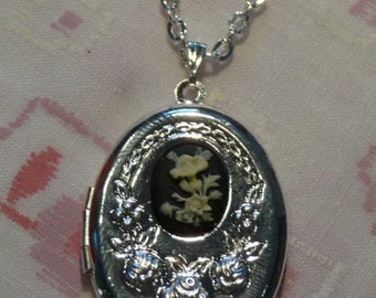 Silver Plated Oval Floral Cameo Locket Necklace