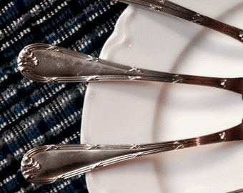 "Vintage Set/4 STRAWBERRY FORKS, Elegant ""Ribbons & X's"" (Rubans) Pattern, 12G Silverplate -- Hallmarked -- Unknown Vendor -- Hors d'Oeuvres"