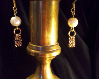 Pearls with chain fringe. Length  1 1/4 inches