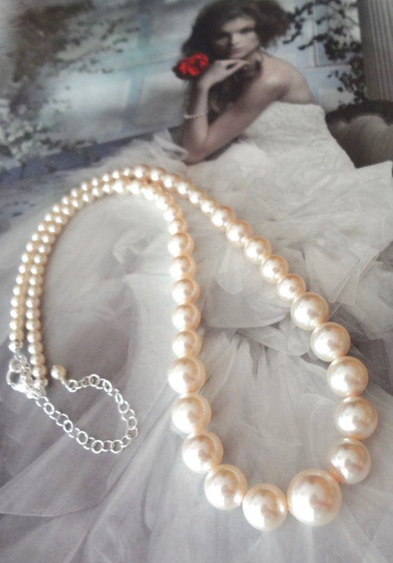 Pearl necklace - Classic - Swarovskis flawless pearls - Graduating pearl necklace ~ Bridal jewelry - Bridesmaids - Wedding necklace ~ Gift
