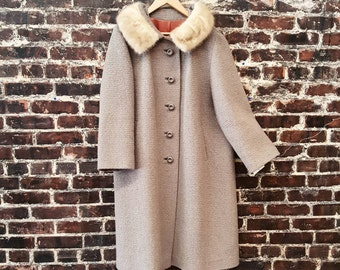 1960s Boucle Wool Coat with Mink Fur Collar. 60s Wool Coat /Taupe Lilac / Button Front / Button Up / Size Large.