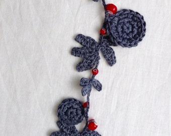 Leaf Necklace (dark grey)