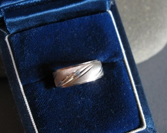 Vintage Wedding Band Art Carved 14K White Gold size 5 1980's