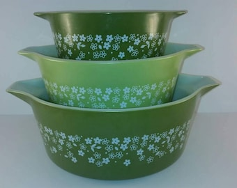 Pyrex Crazy Daisy Bowl Set / 473b 474b and 475b / Spring Green / 1970s / Retro Style