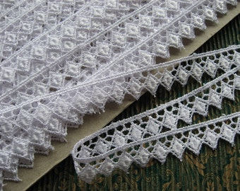 PER METRE Guipure Venise Lace Trim in White with Diamond motif, 15mm wide