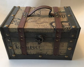 MediumVintage Style Essential Oil Box/Case with Leather Straps Shelf/Rack