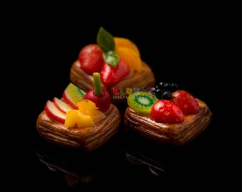 Dollhouse Miniatures Strawberry and Peach Puffy Fruit Tart Food Dessert Bakery Decoration Supply - 1:12 Scale