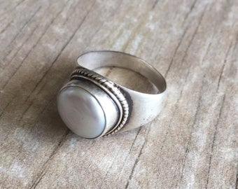 Silver pearl ring, small pearl ring, modern pearl silver ring, simple pearl ring