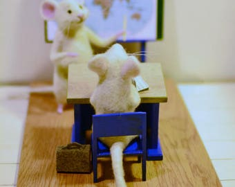 Mice in school Mouse student White mouse Felt mouse Animal mouse Mouse teacher Mouse toy OOAK Gift to the teacher Teacher Desk Classroom