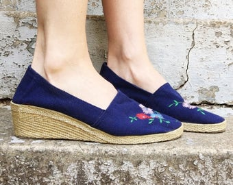 MOVING SALE Vintage 70s Jacques Cohen Navy Blue + Multicolor Floral Embroidered Toe Fabric Slip On Espadrille Wedge Sandals 8.5 Narrow