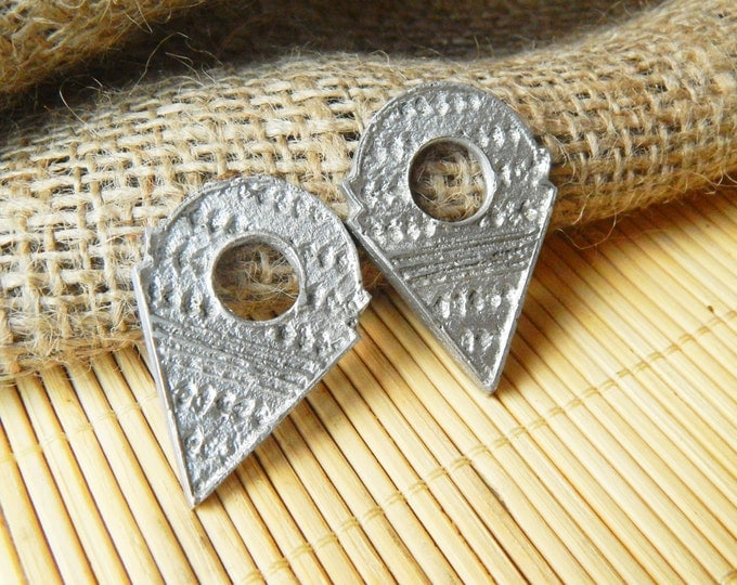 Tribal pendant, boho pendant, ethnic pendant, triangle pendant, metal tanfouk, copy vintage talhakimt, african trade bead, bohemian pendant