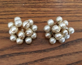 Vintage Faux Pearl and Gold Wire Cha Cha Earrings 0967