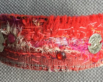 Bracelet / textile cuff, pallet of red, bohemian spirit, hand-made Jewel.