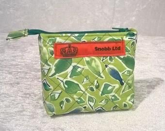 S - 551 Small, green makup bag
