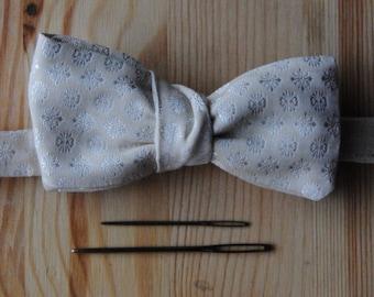 Pré-knotted bowtie white jacquard silk with subtle pattern