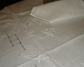 Vintage White Tablecloth with White Embroidered ROSES, 36 inch Square with 4 Napkins, Tea or Luncheon Set  New Store Stock