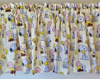 Snoopy Window Valance