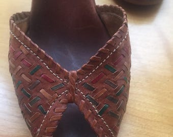 Vintage Woodworks by ThomMcAn, leather woven sandals ( size 7, Made in Brasil)