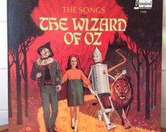 "Vintage vinyl ""The Wizard of Oz"", 1969 Walt Disney Productions, great condition."