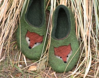 Felted slippers Fox Lover Fox drawing Felted fox Green slippers Red fox Woman home shoes Traditional felt 100% wool Gift for her