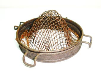 Vintage kitchen tool. Strainer, juicer. Fits over a large mouth jar or into a smaller mouth jar depending on what the use. Strain or juicer