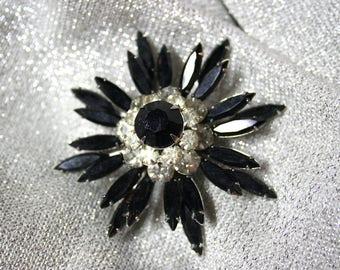 Glamorous Vintage Judy Lee Black Glass Starburst Brooch