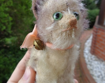 Antique Steiff cat Fluffy with Steiff button underscored f very cute early cat