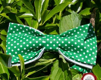 Bow tie - green with white dots