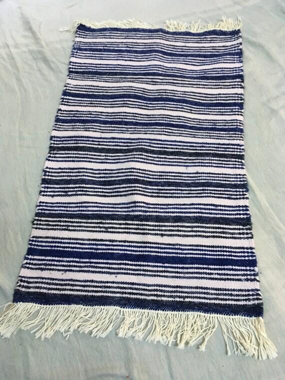 articles similaires descente de lit ray e bleu et gris tapis tunisien fait main sur etsy. Black Bedroom Furniture Sets. Home Design Ideas