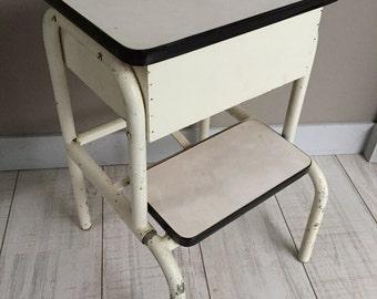 Stool trunk/stool in vintage formica